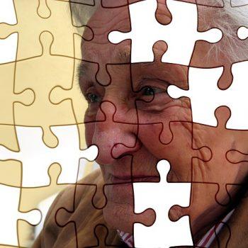 Old woman - brain - puzzle - alzheimer